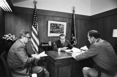 Kissinger, Nixon y Haig en Camp David en noviembre de 1972: deciden los miles de toneladas de bombas que lanzarán sobre Vietnam